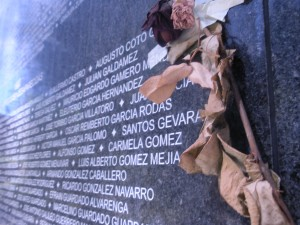 civil-war-memorial-wall-san-salvador-6